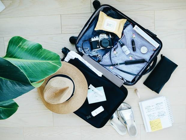 Uma mala de mão com os itens certos te ajuda a ter uma viagem mais tranquila (Foto: Unsplash/reprodução)