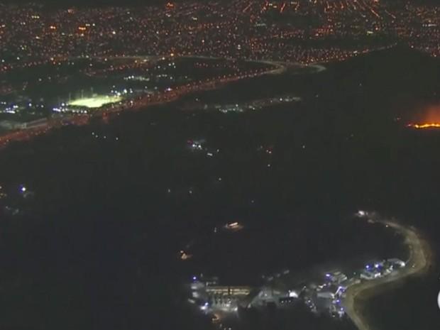 Incêndio destrói vegetação colada ao complexo de Deodoro no Rio
