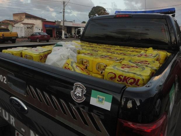 Caixas de cerveja estavam em casa na zona Norte de Natal (Foto: Gustavo Mariano)
