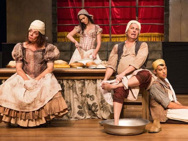Rosi Campos em cena de 'Hamlet ao Molho Picante': bastidores do clássico (Foto: João Caldas)