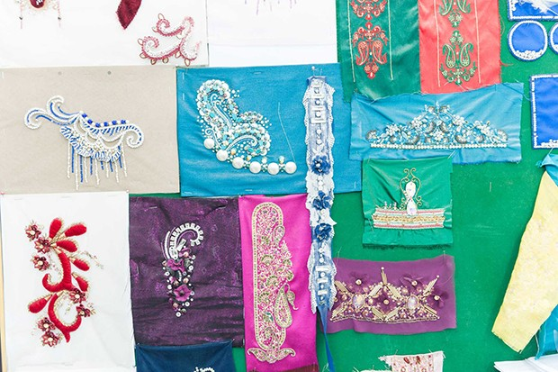 Samples of hand embroidery at Dar Al Aseel (Foto: HERBERT FERNANDES)