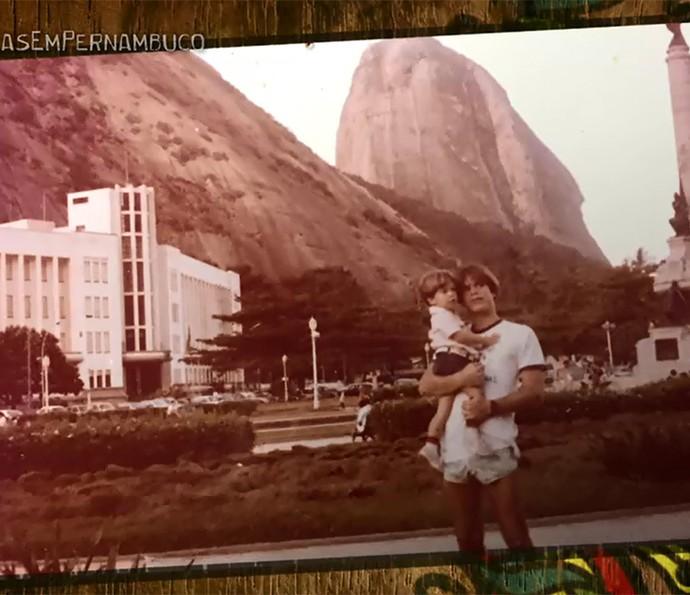 Marcos Pitombo revela que foi adotado pelo namorado da mãe (Foto: Arquivo Pessoal)