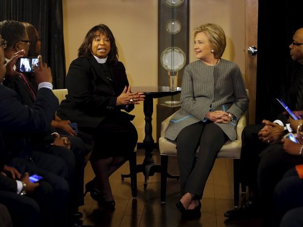 Candidata democrata Hillary Clinton se reúne com Coalizão de Pastores Afro-americanos em Detroit, Michigan, neste sábado (5)  (Foto: Reuters/Carlos Barria)
