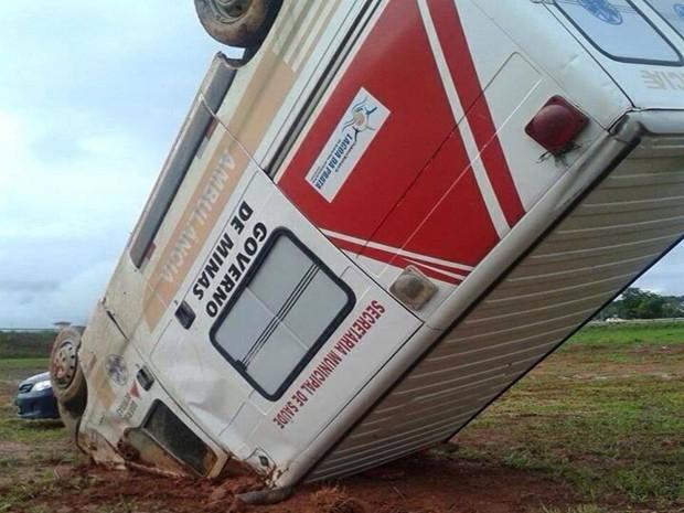 Veículo aquaplanou e pacientes não se fereiram (Foto: Polícia Rodoviária Federal/Divulgação)