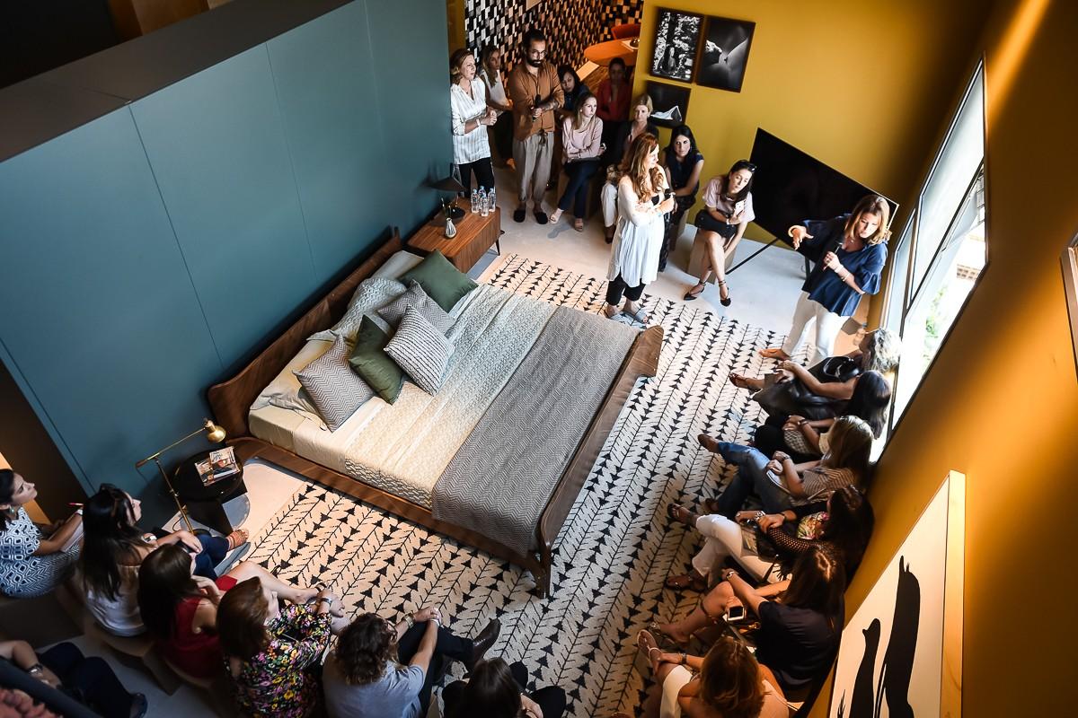 Na sequência, a diretora de estilo Adriana Frattini faz um workshop de camas criativas (Foto: Cleiby Trevisan)