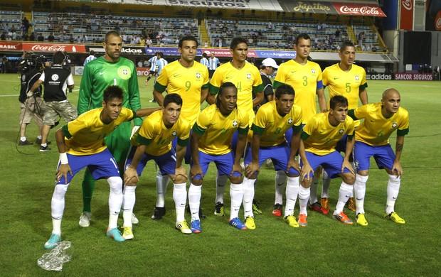 Seleção Brasileira antes do jogo contra a Argentina (Foto: Mowa Press)