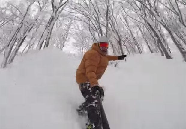 Travis Rice usou GoPro para filmar descida de snowboard no Japão (Foto: Reprodução/YouTube/GoPro)