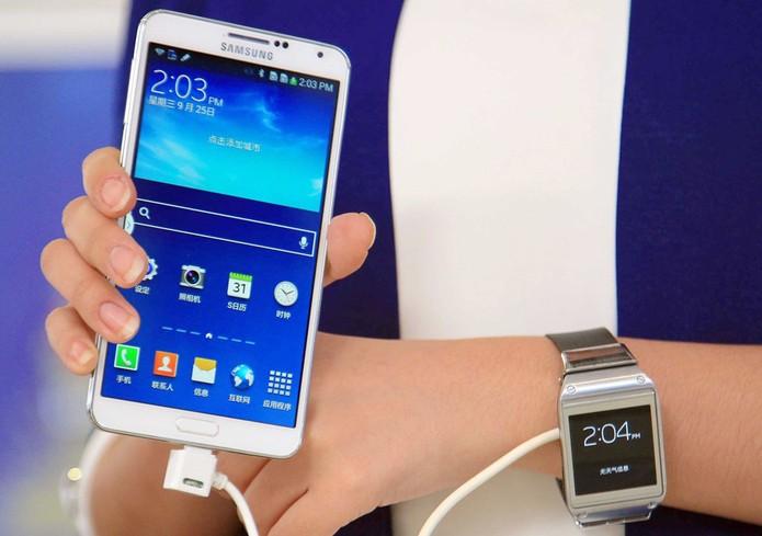 Novos Galaxy Note 3 e Galaxy Gear começam a ser vendidos neste sábado (Foto: AFP)