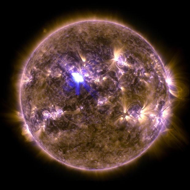 Observatório de Dinâmica Solar, da Nasa, mostra erupções solares registradas nesta quinta-feira (11) e que liberou partículas devem atingir a Terra neste sábado (Foto: Divulgação/Nasa/SDO)