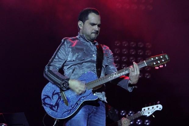 Luciano em show no Rio (Foto: Alex Palarea/ Ag. News)