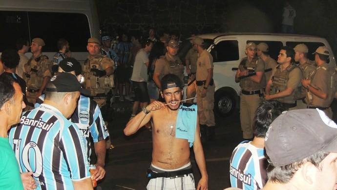 Confusão torcida Criciúma x Grêmio (Foto: João Lucas Cardoso)