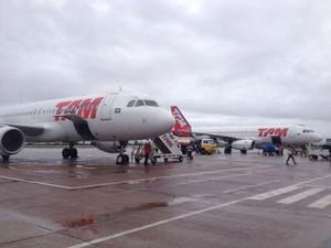 Aviões no pátio do aeroporto de Macapá (Foto: Abinoan Santiago/G1)