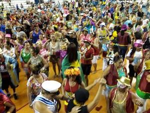 Idosos curtiram festa em arena esportiva (Foto: Divulgação/Sejel)