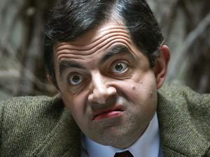 O ator Rowan ATkinson, caracterizado como Mr. Bean, em sessão de fotos em 11 de abril de 2007 (Foto: AFP)