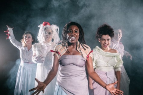 "Dani Ornellas ensaia com Laura Nielsen, Beta Schneider, Larissa Siqueira e Andreza Bittencourt a peça ""VIL (Foto: Elisa Mendes)"