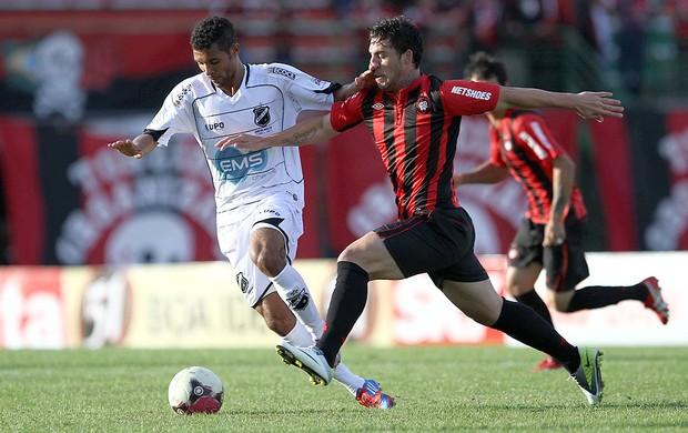 Bruno Furlan e Bileu, Atlético-PR x ABC (Foto: Geraldo Bubniak / Agência Estado)