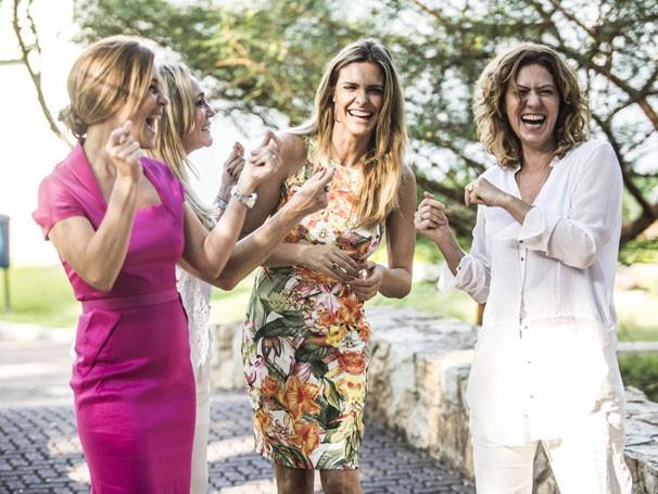 Adriana Esteves, Susana Vieira, Fernanda Lima e Patrícia Pillar na gravação da campanha de fim de ano da Globo (Foto: Divulgação/TV Globo)