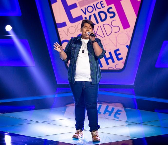 Juan Luca canta  'Uma louca tempestade' no The Voice Kids (Foto: Isabella Pinheiro/Gshow)