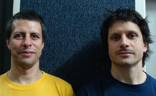 Alex Cassal e Felipe Rocha estão à frente da cia Foguetes Maravilha desde 2008 (Foto: Divulgação)