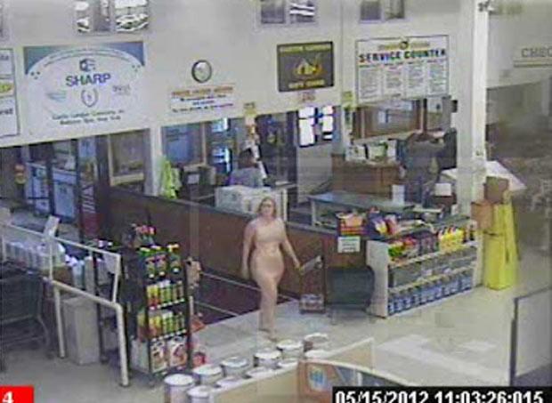 Mulher entrou nua em loja em Ballston, no estado de Nova York. (Foto: Reprodução)