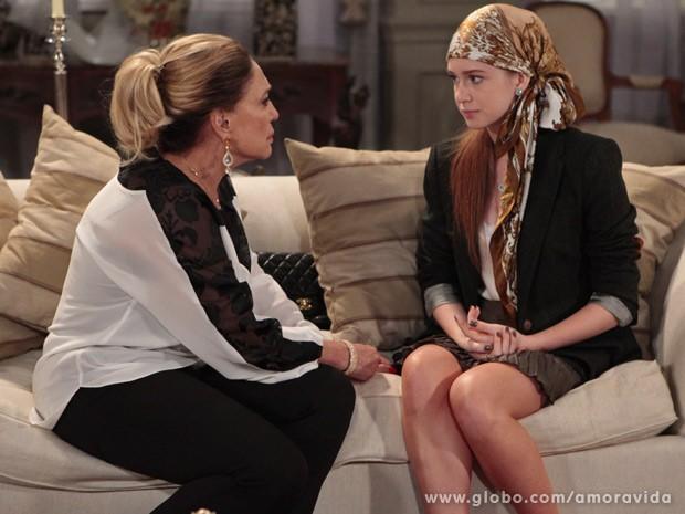 Pilar apoia Nicole (Foto: Amor à Vida / TV Globo)