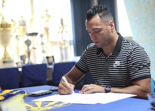 Daniel Carvalho assina contrato com o Pelotas (Foto: Tales Leal / AI ECP, DVG)