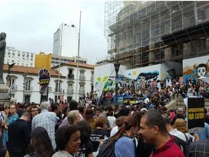 Servidores públicos protestam contra pacote de medidas de austeridade do governo estadual (Foto: G1)