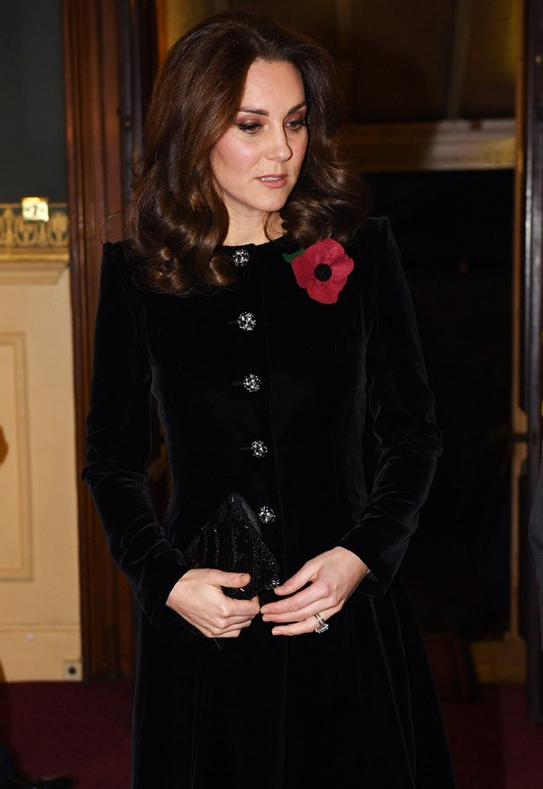 LONDON, ENGLAND - NOVEMBER 11: Catherine, Duchess of Cambridge arrives at the annual Royal Festival of Remembrance to commemorate all those who have lost their lives in conflicts at the Royal Albert Hall on November 11, 2017 in London, England. (Photo by  (Foto: Getty Images)