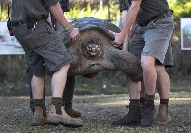 Hugo alcançou os 166 quilos durante pesagem (Foto: Jason Reed/Reuters)