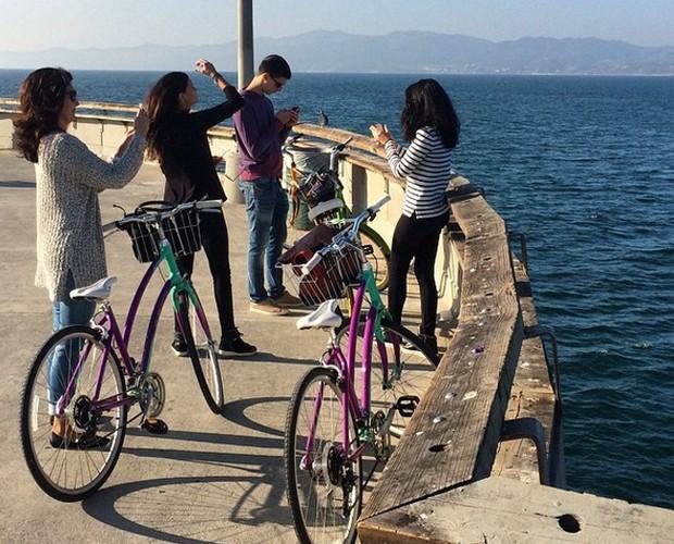 Fátima em passeio de bicicleta com os três filhos (Foto: Arquivo Pessoal)