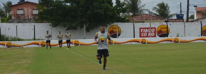 Henik, volante, Botafogo-PB (Foto: Edgley Lemos / GloboEsporte.com/pb)