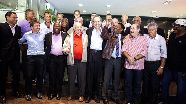 Aldo Rebelo Pelé campeões mundiais Copa (Foto: EFE)