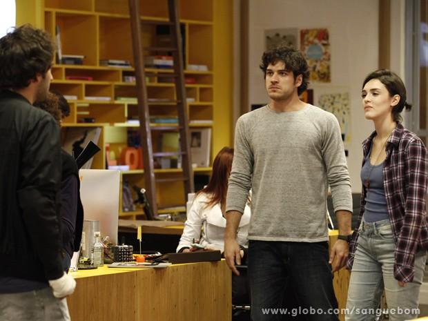 Bento e Giane tiram história a limpo com Fabinho (Foto: Sangue Bom/TV Globo)