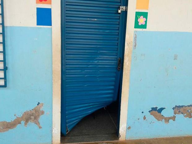 Resultado de imagem para Barreiras: Escola municipal é invadida e depredada por vândalos