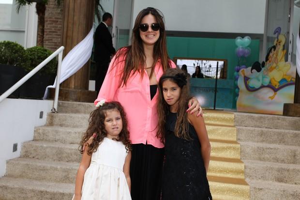 Vera Viel e filhas em festa de 4 anos da filha de Edu Guedes e Dani Zurita (Foto: Manuela Scarpa/Foto Rio News)