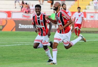 Nunes e Francis desencantaram e devolveram o sorriso ao Botafogo (Foto: Rogério Moroti/Ag. Botafogo)