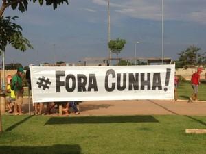 Faixas possuíam dizeres contra o Deputado Federal Eduardo Cunha (Foto: Mary Porfiro/G1)