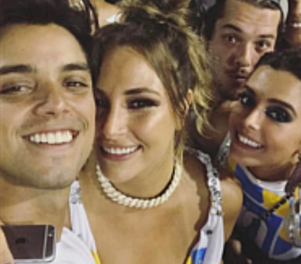 Rodrigo Simas e amiga na Sapucaí (Foto: Reprodução)