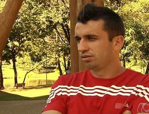 Elias, meia dispensado pelo Atlético-GO (Foto: Reprodução/TV Anhanguera)
