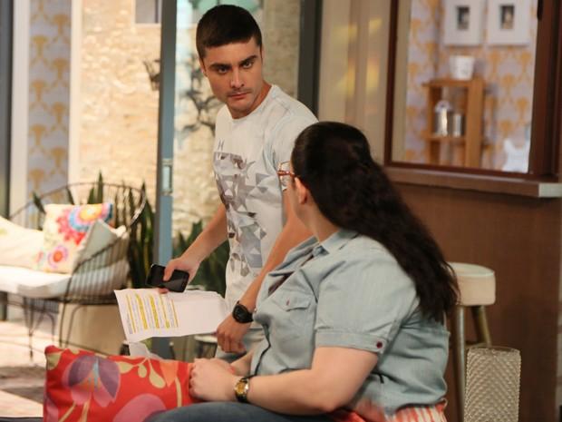 Leicam passa o texto com a companheira de elenco, Raquel Fabbri (Foto: Carol Caminha/Gshow)