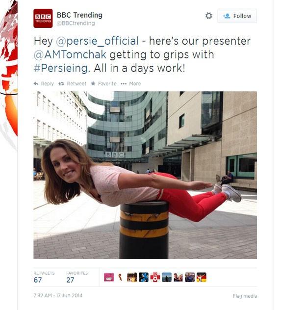Apresentadora da BBC faz 'persieng' em foto (Foto: Reprodução/Twitter)
