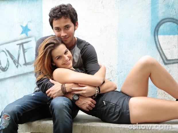 Ben e Anita não perdem a chance de namorar (Foto: Felipe Monteiro / TV Globo)