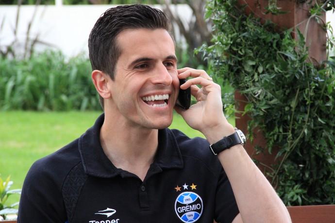 Marcelo Grohe recebe notícia da convocação durante entrevista ao Esporte Espetacular (Foto: Sergio Gandolphi)