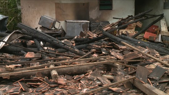 'Ia salvar, mas não dava', diz avô de 3 crianças mortas em incêndio em SC
