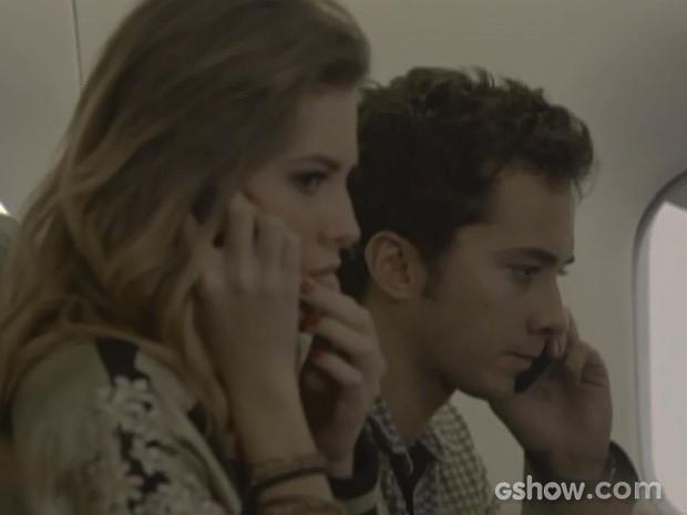 Sofia entra em pânico e liga para Vera (Foto: Malhação / TV Globo)