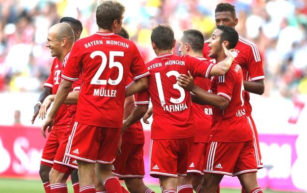 Comemoração Bayern de munique contra o Moenchengladbach (Foto: Agência Reuters)