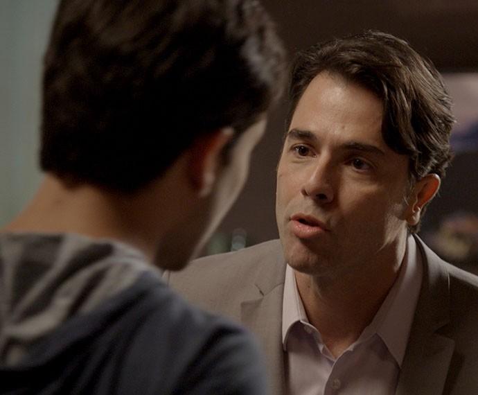 Sérgio assume para Fred seu sentimento por Ivan (Foto: TV Globo)