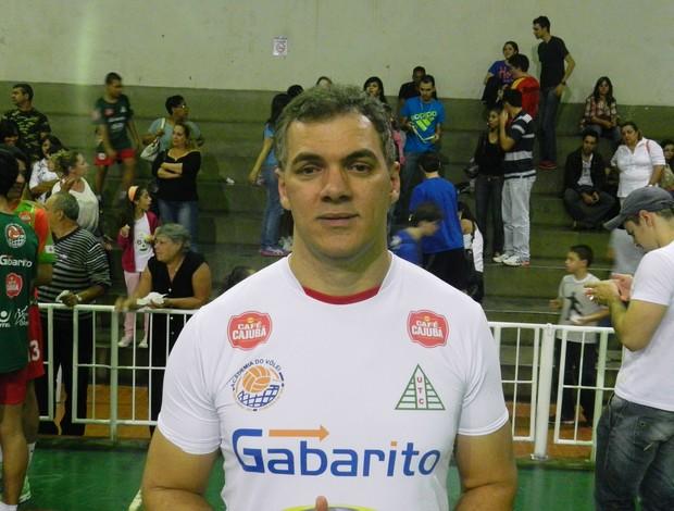Manoel Honorato, técnico da equipe de vôlei do UTC (Foto: Diego Alves/GLOBOESPORTE.COM)