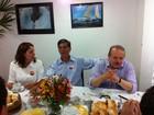 Marroni recebe apoio de Tarso Genro antes de votar em Pelotas, RS