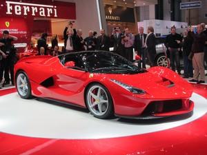 A híbrida LaFerrari tem produção limitada a 499 unidades (Foto: Luis Fernando Ramos/G1)